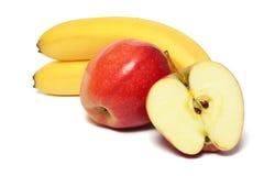 Banan med det röda äpplet på vit royaltyfri foto