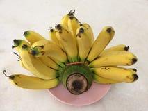 Banan na marmurowym stole Zdjęcia Royalty Free