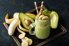 Banan- och avokadosmoothie Royaltyfri Fotografi