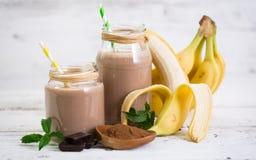 Banan- och chokladsmoothie Arkivbild