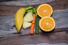 Banan och haricot vert med morötter och selleri Arkivfoton