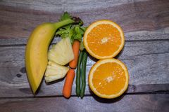 Banan och haricot vert med morötter och selleri Royaltyfri Bild