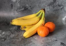 Banan och mandarin Fotografering för Bildbyråer