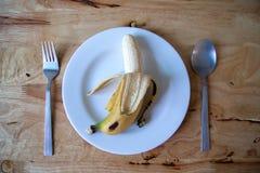 Banan på maträtt Arkivfoto