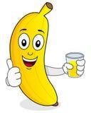 Banan som rymmer en ny sammanpressad fruktsaft Arkivfoton