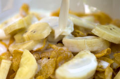 Banan z kukurydzanymi płatkami Zdjęcie Stock