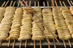 Banana arrostita sulla via della Tailandia immagini stock