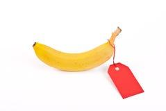 Banana com Tag vermelho Fotografia de Stock Royalty Free