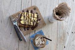Banana con cioccolato sul pane di cottura Immagini Stock Libere da Diritti