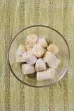 Banana cortada congelada na bacia de vidro Imagem de Stock