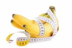 Banana e nastro di misura Fotografia Stock