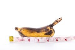 Banana e nastro di misurazione Fotografia Stock