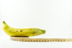 Banana e nastro di misurazione Immagini Stock
