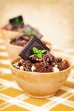 Banana e sobremesa escura do chocolate Fotos de Stock Royalty Free