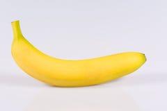 Banana fresca su un fondo bianco Fotografia Stock