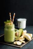 Banana i avocado smoothie obraz stock