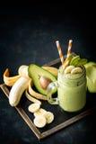 Banana i avocado smoothie zdjęcia stock