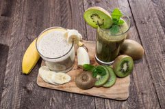 Banana- and Kiwi Smoothie with fresh fruits Royalty Free Stock Photos