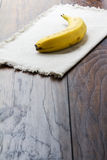 Banana no linho Fotos de Stock