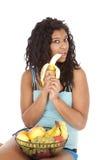 Banana preta da terra arrendada da mulher Fotografia de Stock
