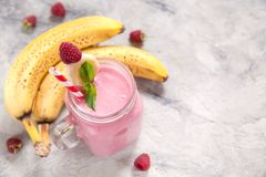 Banana raspberry smoothie Royalty Free Stock Photography