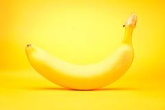 Banana su giallo Fotografia Stock