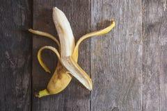 Banana su un fondo di legno Fotografia Stock Libera da Diritti
