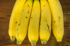 Banana sulla tavola di legno Fotografie Stock