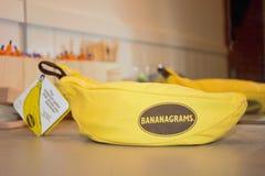 Bananagramsspel stock foto