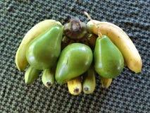 Bananas e abacates foto de stock