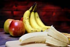 Bananas e maçãs maduras Imagens de Stock