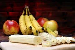 Bananas e maçãs maduras Foto de Stock Royalty Free