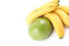 Bananas e pamplumossa imagens de stock royalty free