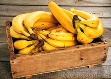 Bananas em uma caixa Foto de Stock Royalty Free