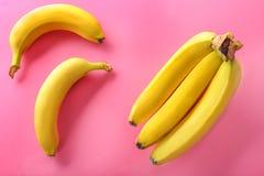 Bananas maduras no fundo Imagens de Stock Royalty Free