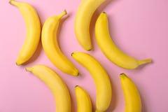 Bananas saborosos no fundo Fotografia de Stock Royalty Free