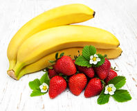 Bananas and strawberries Stock Photography