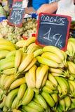 Banane al mercato di frutta Immagine Stock