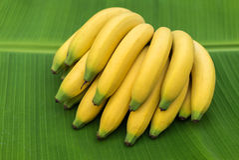Banane auf Blatt Stockfotos