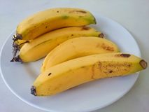Banane auf Tabelle Lizenzfreie Stockfotografie