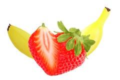 Banane et fraise d'isolement sur le fond blanc Photographie stock