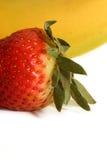Banane et fraise - l'allumette parfaite Images stock