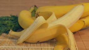 Banane fraîche sur le Tableau clips vidéos