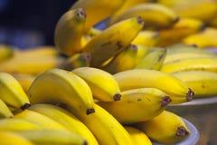 Banane fresche in ciotola Fotografia Stock Libera da Diritti