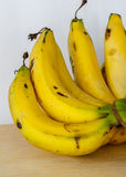 Banane mature del mazzo Fotografie Stock Libere da Diritti