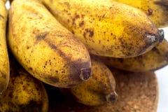 Banane mit Form oder Pilze auf dem weißen Hintergrund Lizenzfreies Stockfoto