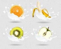 Banane, Orange, Kiwi, Apfel in der Milch spritzt Lizenzfreie Stockfotografie
