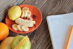 Banane, poire, pomme, orange et canneberge Photo libre de droits