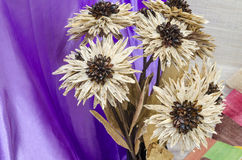 Banane secche decorative per il fiore fatto a mano su un backgro del panno Immagini Stock