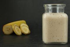 Banane Smoothie stockfoto